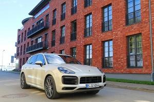 Travelnews.lv apceļo Rīgu ar jaudīgo un jauno «Porsche Cayenne GTS» 8