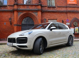 Travelnews.lv apceļo Rīgu ar jaudīgo un jauno «Porsche Cayenne GTS» 13