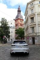 Travelnews.lv apceļo Rīgu ar jaudīgo un jauno «Porsche Cayenne GTS» 16