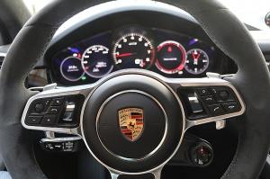 Travelnews.lv apceļo Rīgu ar jaudīgo un jauno «Porsche Cayenne GTS» 22