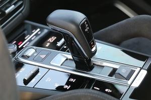 Travelnews.lv apceļo Rīgu ar jaudīgo un jauno «Porsche Cayenne GTS» 29
