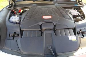 Travelnews.lv apceļo Rīgu ar jaudīgo un jauno «Porsche Cayenne GTS» 33