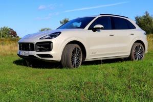 Travelnews.lv apceļo Rīgu ar jaudīgo un jauno «Porsche Cayenne GTS» 36