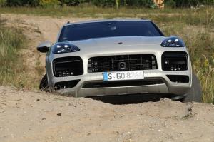 Travelnews.lv apceļo Rīgu ar jaudīgo un jauno «Porsche Cayenne GTS» 43