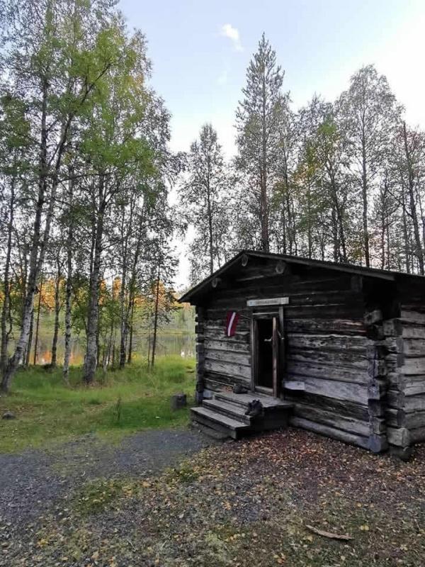 Namiņi parasti ātri aizpildās. Ja gadās kāds kaimiņš siltuma mīļotājs, iespējams, ka nakts būs grūta, jo krāsni var sakurināt arī ziemas režīmam 291237