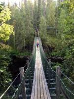 Neskaitāmi trošu tilti atvieglo takas veikšanu un rada iespēju lieliskiem skatiem. Parasti šķērsojot tiltu jāievēro 10-15 metru distance. Prkatiski, t 17