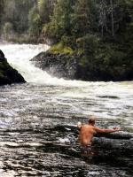 Pēc kilometriem gara pārgājiena ar smagu somu plecos ir patīkami, ja iespējams veldzēties ūdenī. Lai arī gaisa temperatūra tikai 6*C, grūtākais ir šķe 39