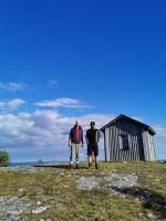 Augstāk ir tikai dzidrās Somijas debesis. Stāsta, ka šeit ziemā esot sevišķi izcili skati, bet parasti pārgājienos Karhunkierros takā dodas no maija l 52