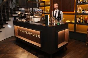 Rīgā atver jaunu augstas klases restorānu «White House» un Travelnews.lv to izgaršo 100 eiro vērtībā 52