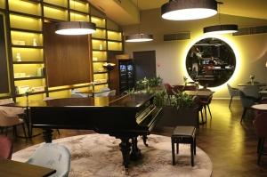 Rīgā atver jaunu augstas klases restorānu «White House» un Travelnews.lv to izgaršo 100 eiro vērtībā 53