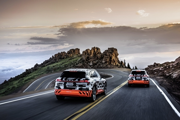 Audi e-tron prototips pārsteid