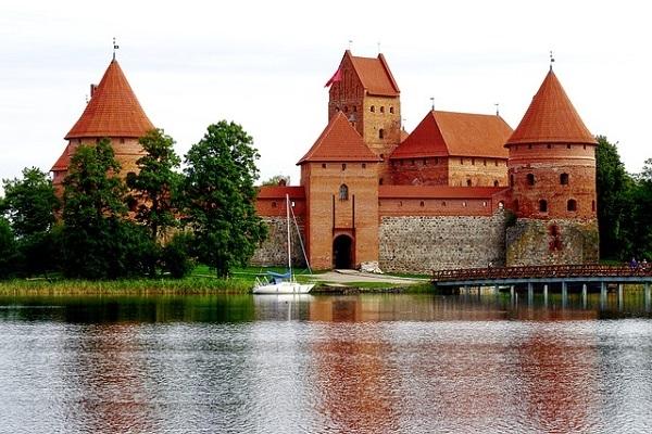 Aptauja: Ceturtā daļa Latvijas