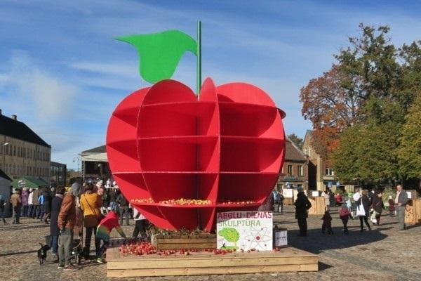 Dobele lielā godā cels ābolus