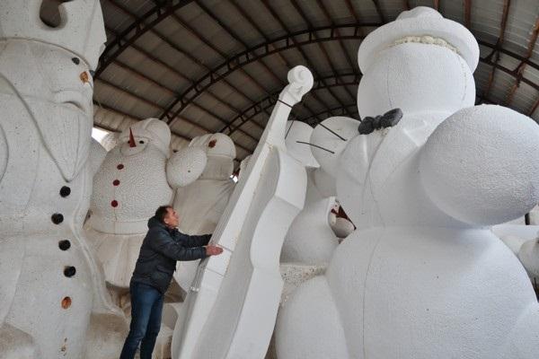 Dobeles dižie sniegavīri jau 10. reizi priecē pils