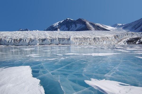 Antarktīdā atrodas ezers, kurš