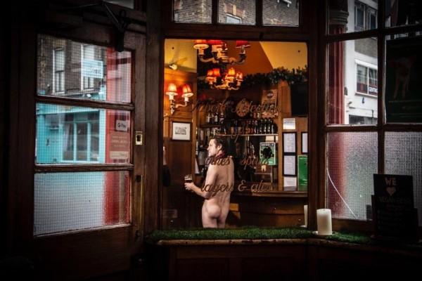 Londonā atver pirmo nūdistu bā