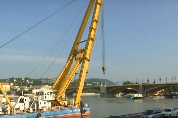 Budapeštā no Donavas upes dzel