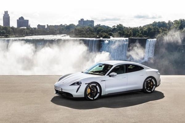«Porsche Taycan» piedzīvo pasa