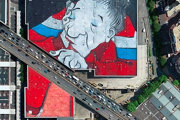 Parīzē atklāj pasaulē lielāko ielu gleznojumu (vid