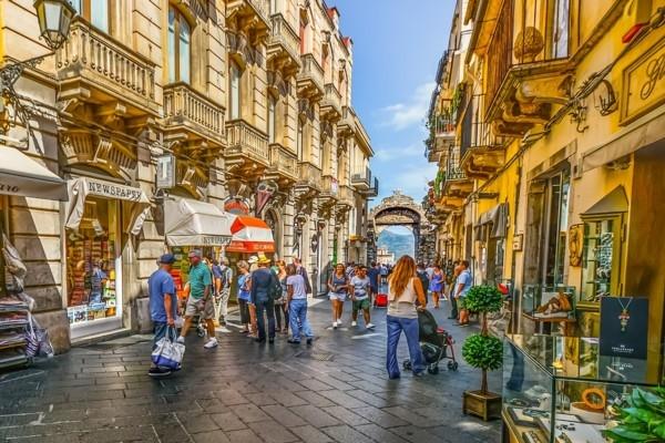 19 veidi, kā tūristi Itālijā v
