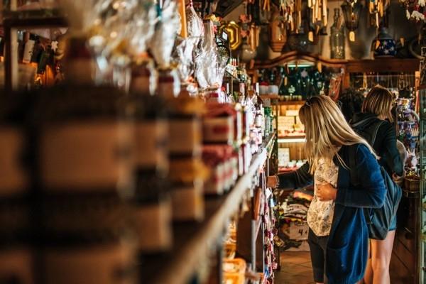 Tūristu pieprasījuma dēļ Cīrihē plāno atļaut tirdz