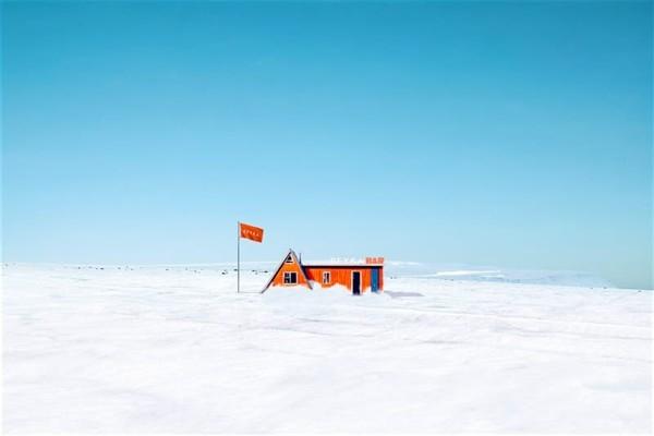 Islandē uz ledāja atklāts kokteiļu bārs (video)