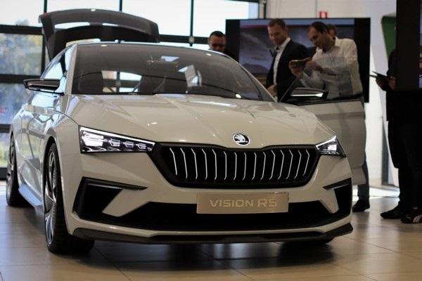 Latvijā ierodas koncepta auto «Škoda Vision RS»