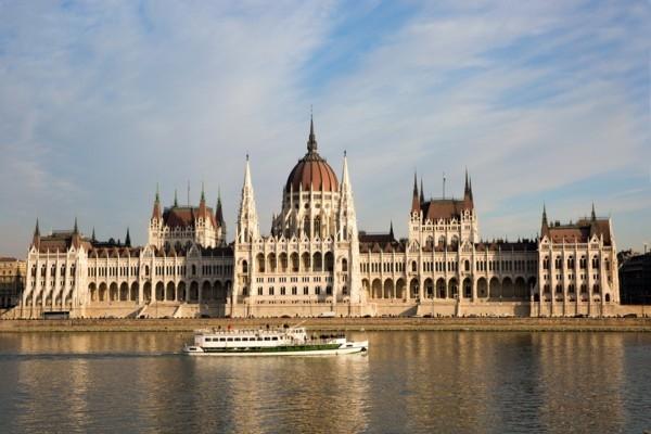 17. oktobris vēsturē: Ungārija pasludina neatkarīb