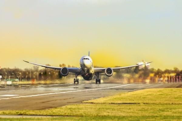 8 interesanti fakti par ceļošanu lidmašīnā