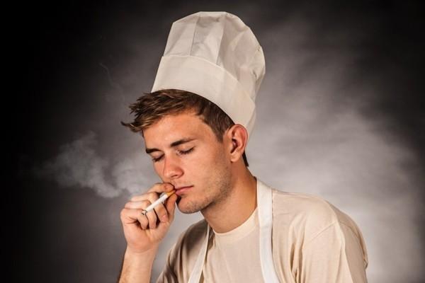 Austrijā aizliedz smēķēt restorānos, kafejnīcās un