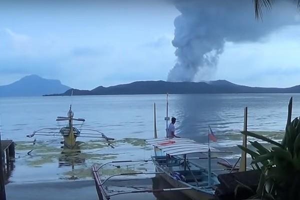 Filipīnās cilvēkus apdraud Tāl