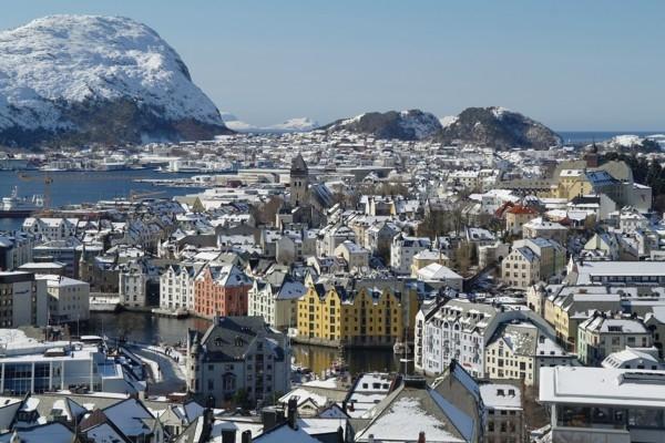 Cilvēki visā Norvēģijā vienlai