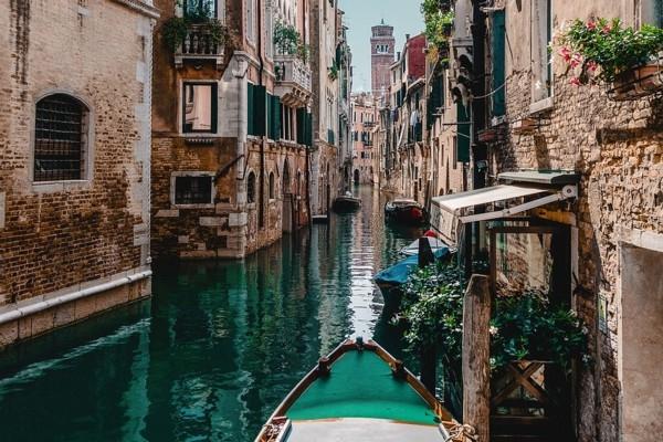 Venēcijas kanāli kļūst dzidrāk