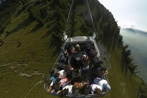 Šveices kalnos ved gaisa vagoniņš – kabriolets (vi