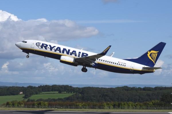«Ryanair» par 90 % samazina lidojumu skaitu