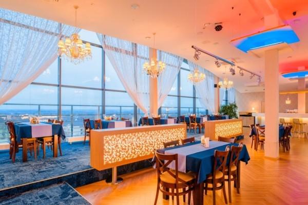 «Park Hotel Latgola» ver vaļā restorānu «Plaza», l
