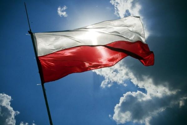 Polija atver pasažieru tranzīt