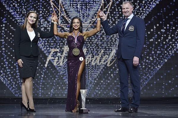 Samanta Balode tiek kronēta par 2020.gada IFBB Pas