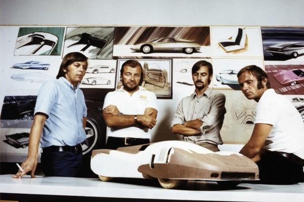Galvenais «Porsche» dizainers teju 20 gadus - latv