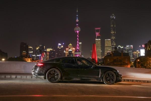 «Porsche» stiprina klātbūtni Ā