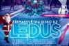 Ziemassvētku disko uz ledus neona gaismās